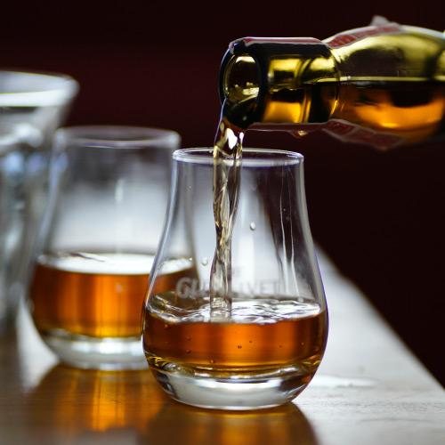 Kendal-Whisky-Festival-visitor